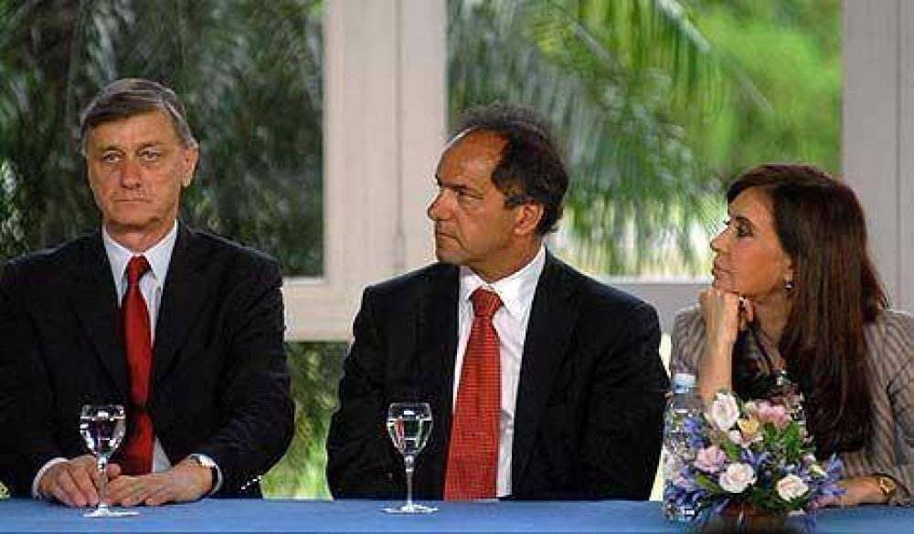 Los gobernadores reclaman deudas y desde el PJ atacan el doble comando