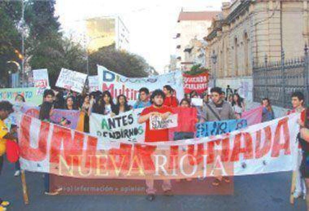 Conmemoraron el aniversario de la UNLaR y recordaron la marcha