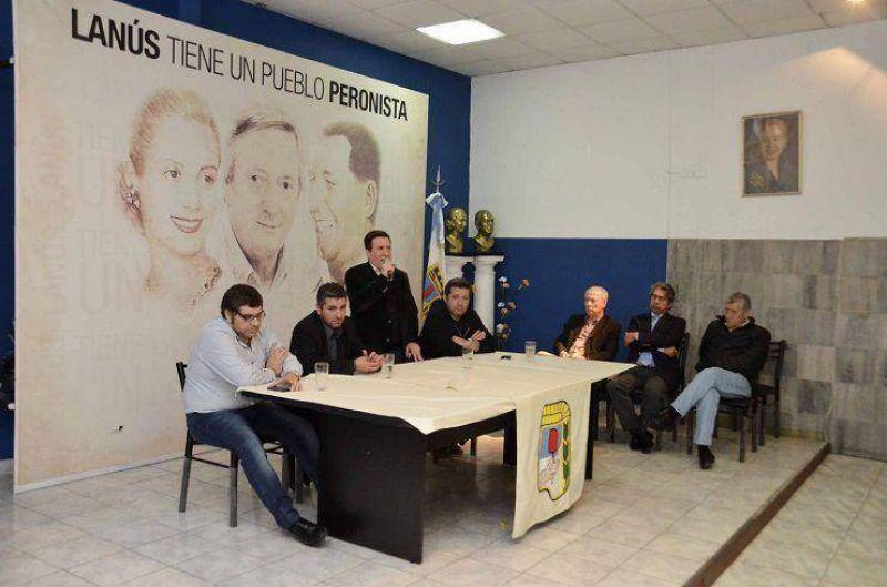 D�az P�rez y V�ctor Santamar�a en la presentaci�n de los cursos de capacitaci�n para trabajadores