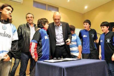 """El Gobernador Martín Buzzi intensifica el Programa """"Invertir Igualdad"""""""