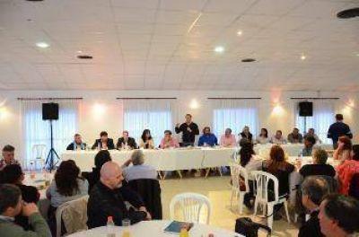 Weretilneck areng� a los legisladores y funcionarios que quieren estar