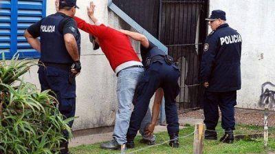 Detuvieron a ocho narcos y secuestraron armas y drogas