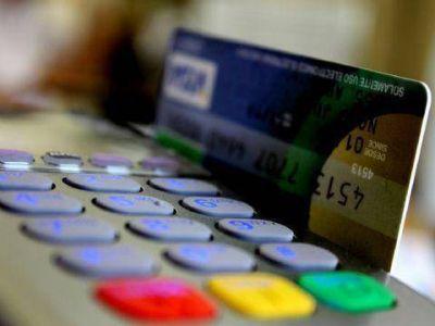 """El diputado Santiago instó a """"proteger a los consumidores y limitar a los bancos"""""""