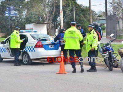 Una mujer prefirió incendiar la moto antes que se la retuviera la Policía