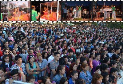 Estudiantina en el Parque 2 de Febrero: una división de la escuela Pablo Richieri se va a Carlos Paz