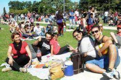 Miles de jóvenes celebraron la primavera y el Día del Estudiante en parques y plazas de todo el país