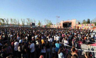 Multitudinarios festejos de la Primavera en Carlos Paz, Villa Mar�a y otras ciudades