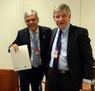Argentina firmo con Australia un convenio para proveerle combustible nuclear