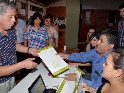Nueva entrega de escrituras a familias juje�as