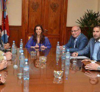 Gobernadora encabezó importante reunión para acordar beneficios para el sector