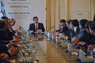 Capitanich recibió a intendentes y firmó convenios de manejo ambiental