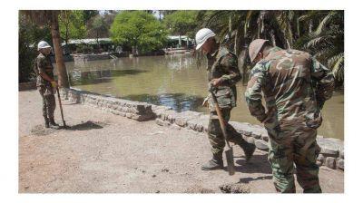 Por la suciedad desagotan el lago del parque San Mart�n