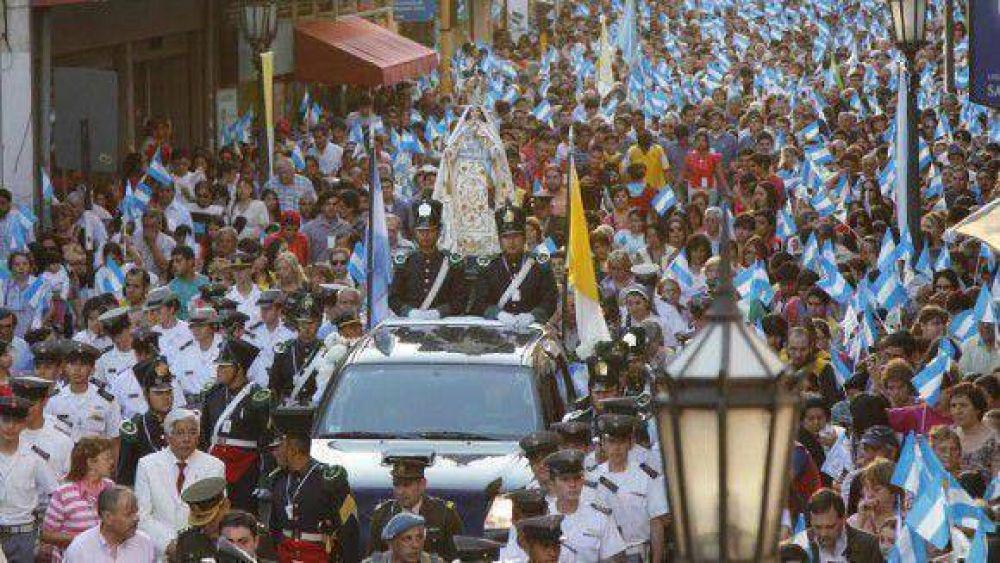 Una multitud homenajeó a la Virgen de la Merced en Tucumán