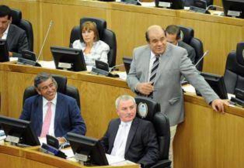 """Vargas Aignasse sabe sobre narcotráfico"", ironizó Hadla"