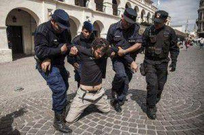 Urtubey mandó a apresar al Director de Greenpeace en una protesta en Salta