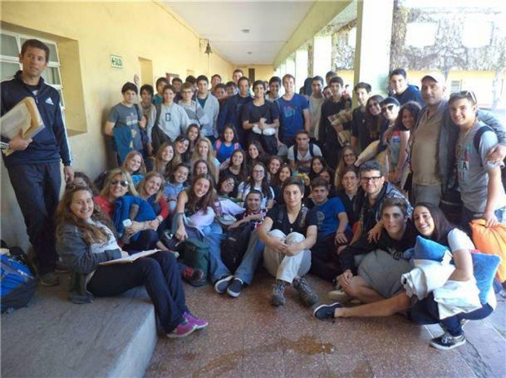 Un grupo misionero del Colegio Cervantes partió hacia Vichigasta