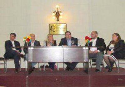 Meoni participó de la mesa provincial de educación del Frente Renovador
