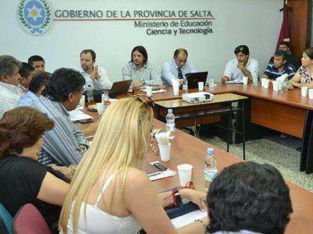 Gremios docentes de Salta piden abrir paritarias en enero