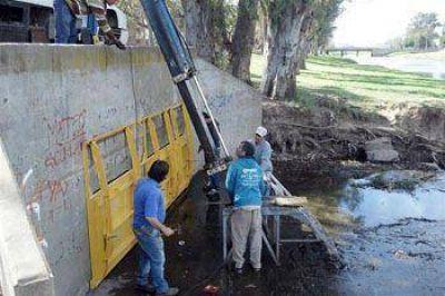 Cambiaron compuertas en el Arroyo para evitar anegamientos cuando hay crecidas
