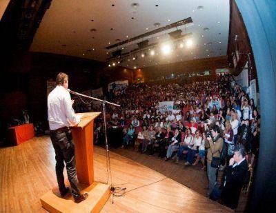 Mariotto encabez� encuentro junto a mil mujeres