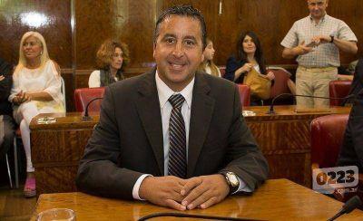 """Azcona contra Pulti: """"El intendente malgastó más de $ 2 millones"""""""