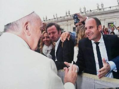 Silvio Klein junto al papa Francisco