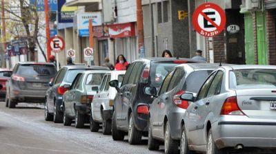 Quieren vetar una ordenanza que permite estacionar a quienes viven en el centro