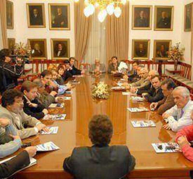 Urribarri apunta a potenciar la gestión de su gobierno