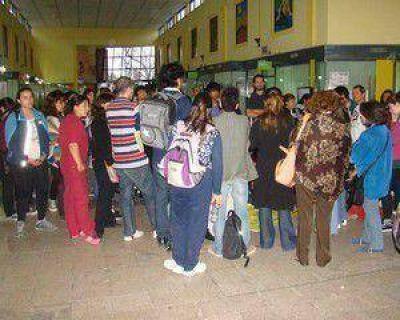 Alumnos y docentes realizan toma parcial del IFDC