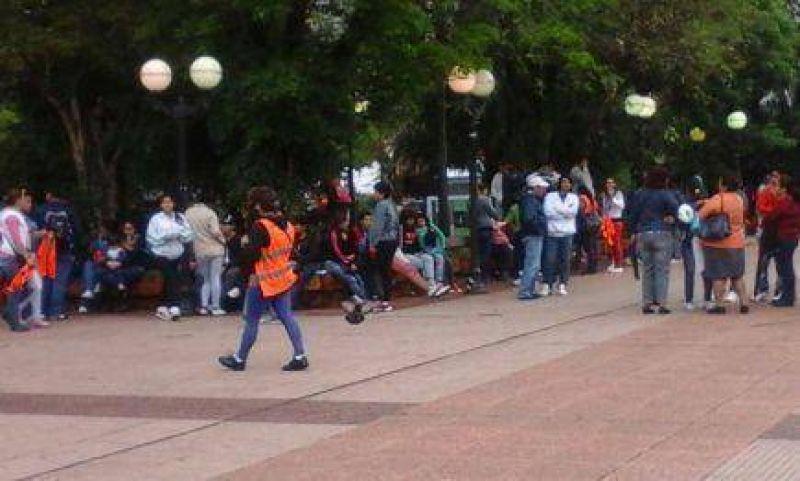 Reclaman el pago de sus sueldos frente a la Casa de Gobierno