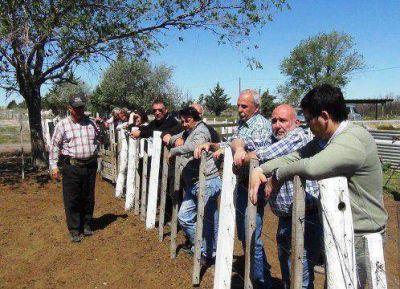 Ferrán se reunió con productores en Santa Isabel