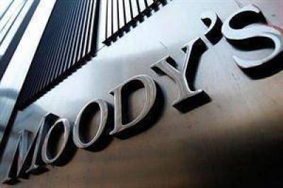 Moody's cree que habrá una devaluación y advierte que caerán más las reservas