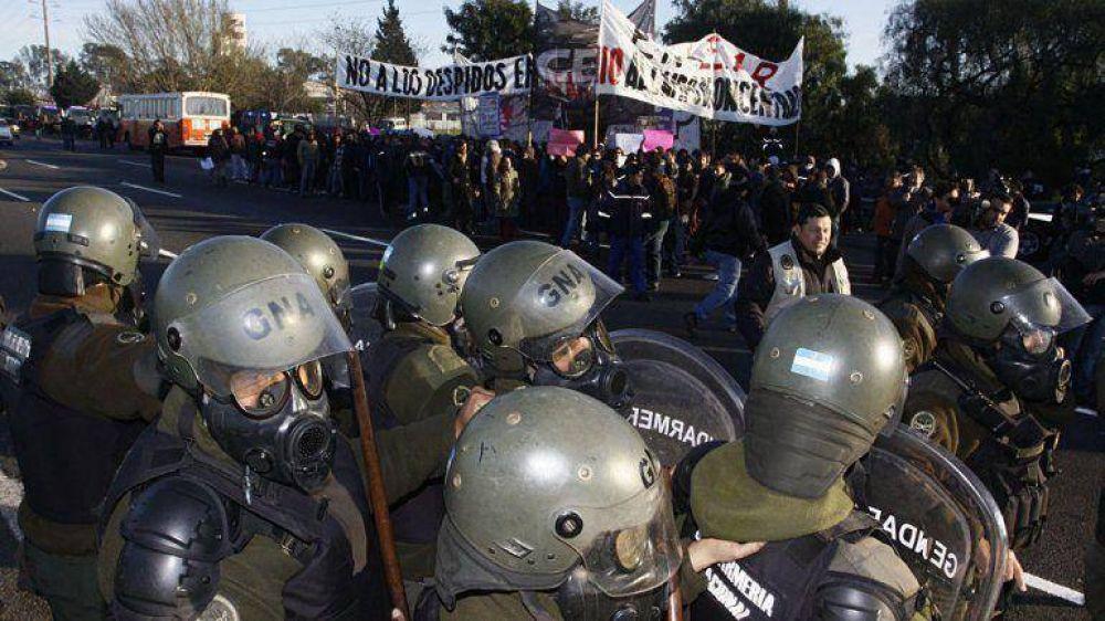 Pese a un fuerte operativo de seguridad, trabajadores de Lear volvieron a cortar la Panamericana