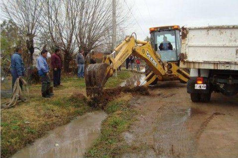 No hubo evacuados  Rápido trabajo del municipio para desagotar algunas calles anegadas luego de las fuertes lluvias