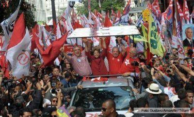 Una multitud recibió a Dilma y Lula en San Pablo para el cierre de campaña