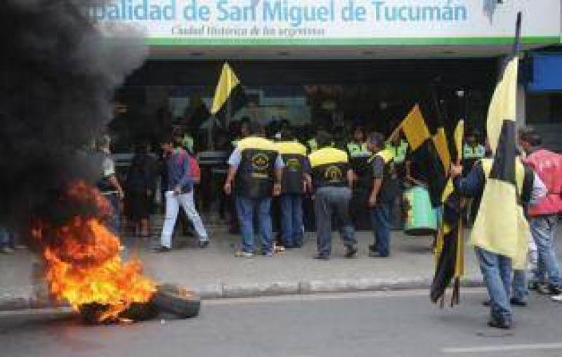 Taxistas exigen poder transferir sus licencias