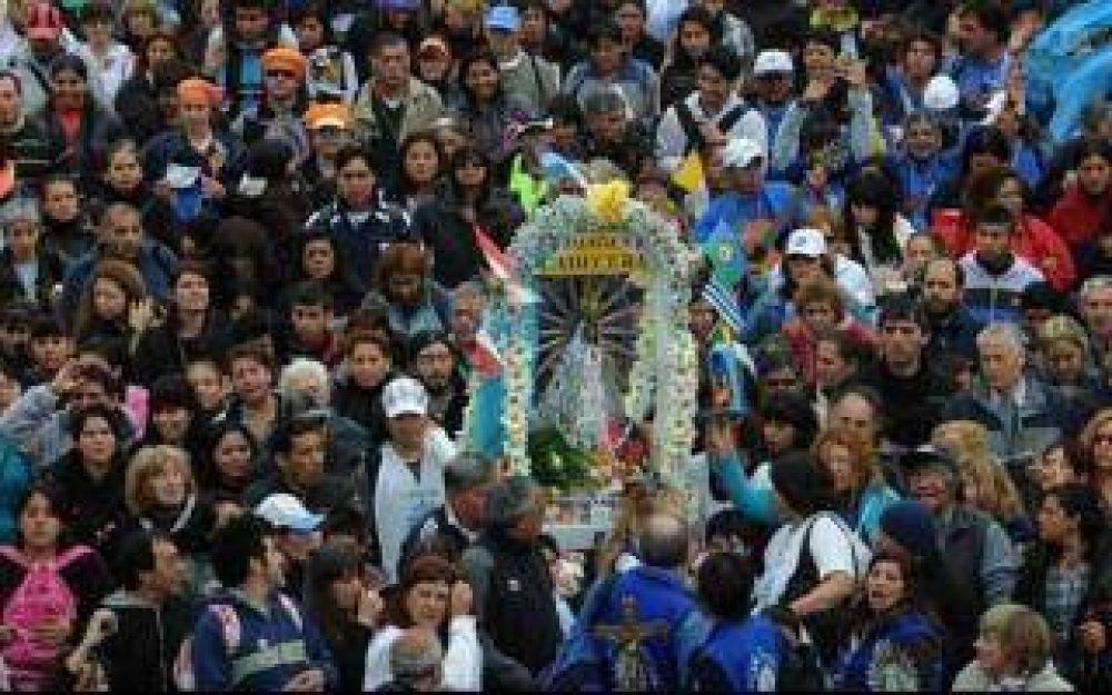 Miles de fieles participan de la 40° peregrinación a Luján