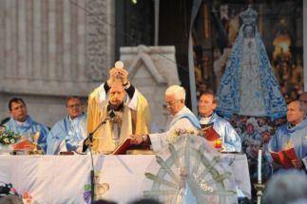 """En Luján, el Cardenal Poli pidió construir un país """"más fraterno"""" donde todos """"trabajen por la paz"""""""