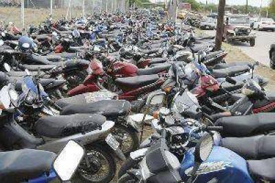 Por falta de papeles y el elevado monto de las multas no se retiran las motos secuestradas