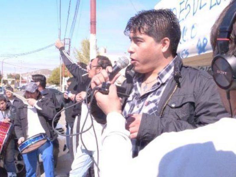 Sindicato petrolero escrachó a empresario y pide devolución de la Clínica Materno Infantil