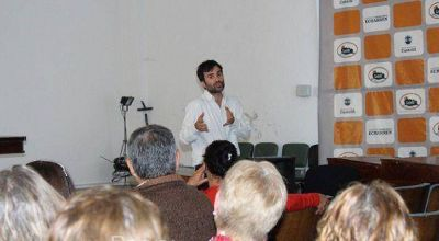 Castelli: Cerca de 100 vecinos se jubilarán con la ayuda del municipio