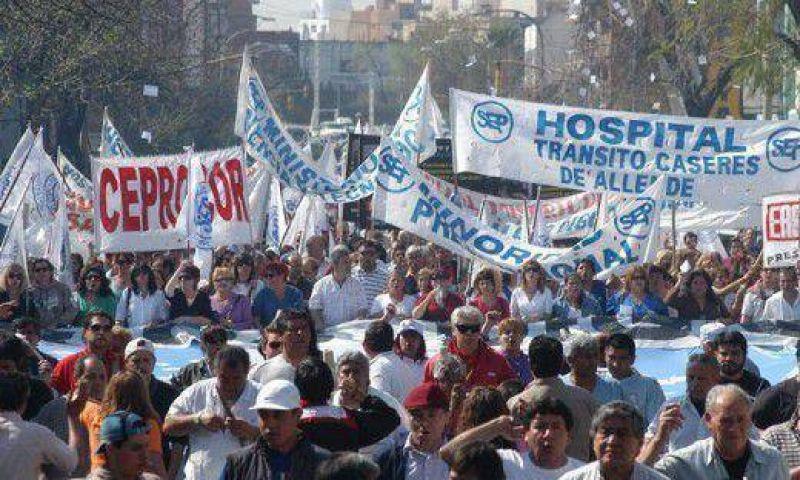 Marcha la CGT contra despidos, suspensiones y por aumentos salariales