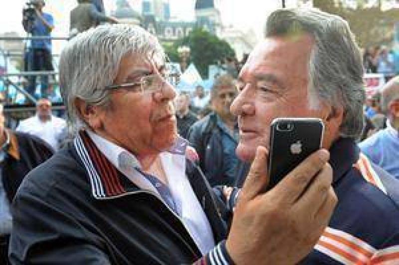 Tras la acusación de Cristina, se rompe la alianza de Moyano y Barrionuevo