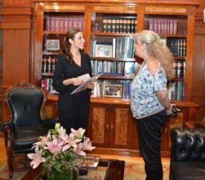 La gobernadora recibió a la presidenta del futbol infantil de Santiago LTC