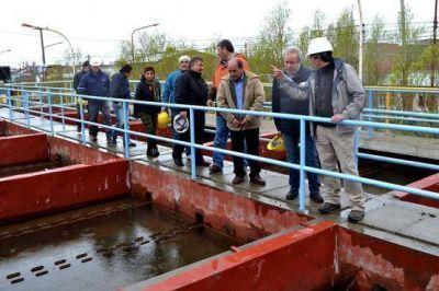 Peralta recorrió áreas de saneamiento y energía de SPSE