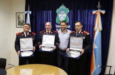 La Municipalidad entregó reconocimiento a bomberos con 35 años de servicio