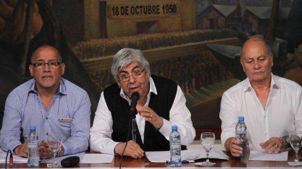 Sin Barrionuevo, Moyano frenó el paro y llamó a la unidad gremial