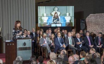 Buzzi participó junto a la Presidenta del acto de Promulgación del Nuevo Código Civil y Comercial en la Casa Rosada