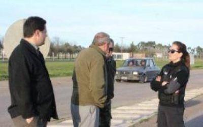 Coronel Suárez: Intendente dispuso policías que avisan a conductores sobre el mal estado de Ruta 67