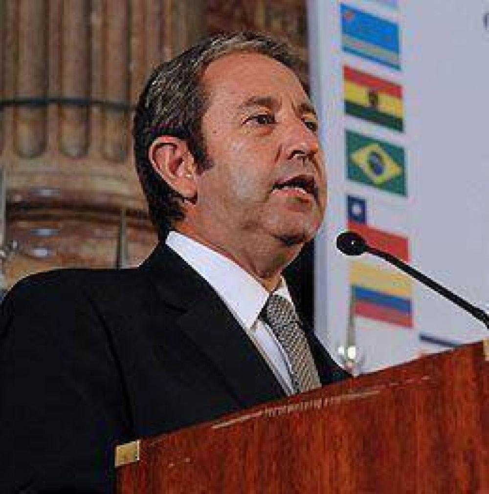 """Cobos pidió que los nuevos funcionarios """"puedan concretar los cambios necesarios"""""""